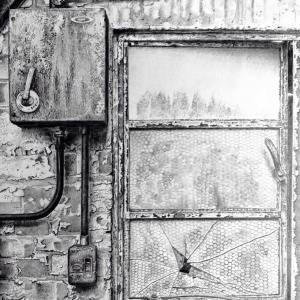 nissenhut/tarrantrushton/blandfordforum/dorset/cranbornechase/WWII/window/ruin/weathering/drawing/pencil/graphite