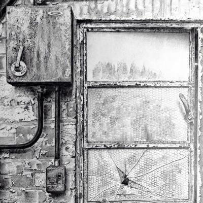 nissenhut/tarrantrushton/blandfordforum/dorset/cranbornechase/WWII/window/ruin/weathering/drawing/pencil/graphite